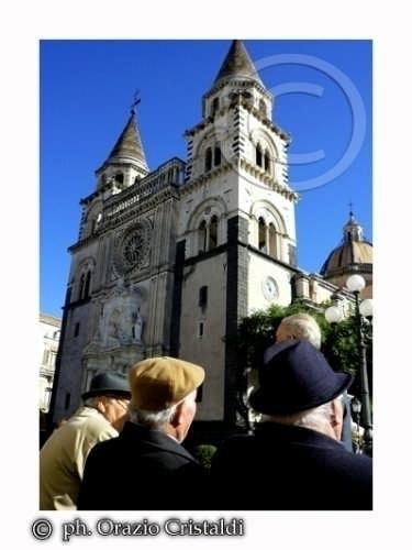 chiacchere e cattedrale  - Acireale (2955 clic)