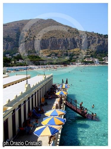 in sicilia e' sempre vacanza - Mondello (3822 clic)