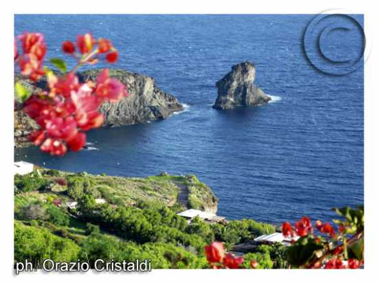 lo scoglio della vela - Pantelleria (3645 clic)
