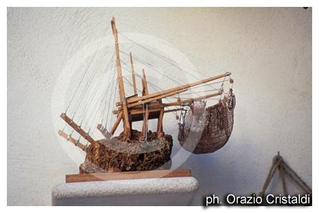 souvenir? un bel trabbucco in miniatura - Vieste (3171 clic)