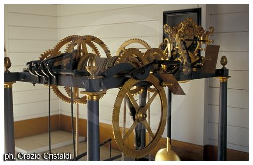 La macchina dell'orologio sulla torre civica - Macerata (2685 clic)