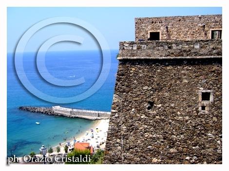 Pizzo la spiaggia vista dal castello aragonese - Pizzo calabro (2586 clic)