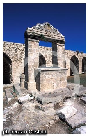abbazia di san Nicola - il pozzo - Tremiti (2737 clic)