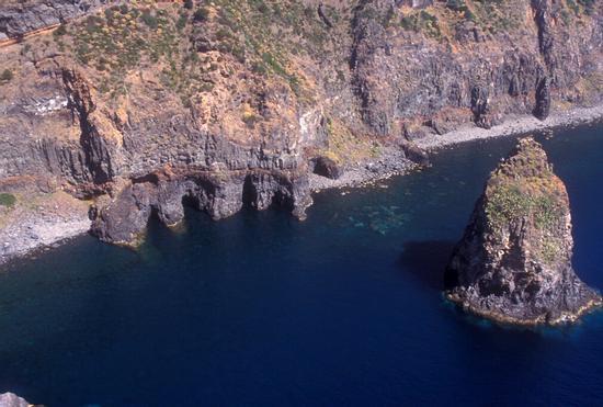 cala cinque denti in una veduta aerea - Pantelleria (5600 clic)