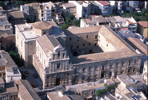 militello, vista aerea della chiesa e dell'ex convento di san benedetto - Militello in val di catania (5344 clic)