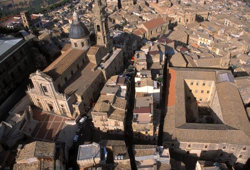 caltagirone, veduta aerea del centro storico - CALTAGIRONE - inserita il 21-Jan-11