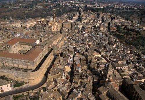 caltagirone, veduta aerea del centro storico (3920 clic)