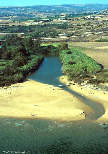 la foce del fiume irminio vista dall'alto - Scicli (5619 clic)