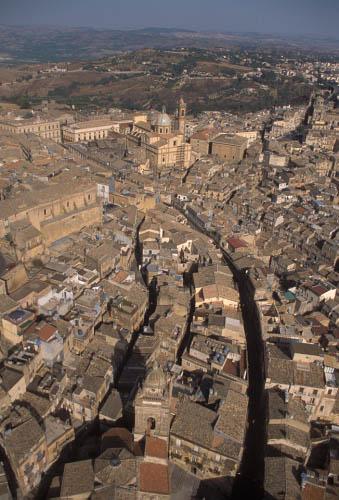 caltagirone, veduta aerea del centro storico (3602 clic)