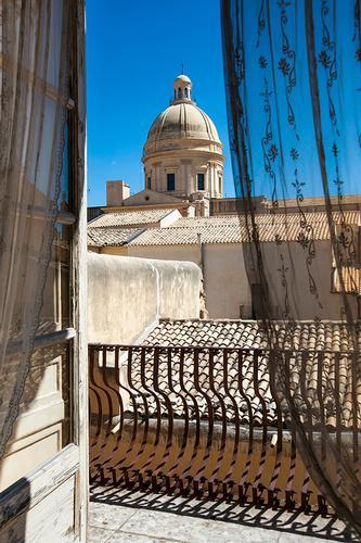 la cupola di san nicola vista da palazzo nicolaci - Noto (1298 clic)