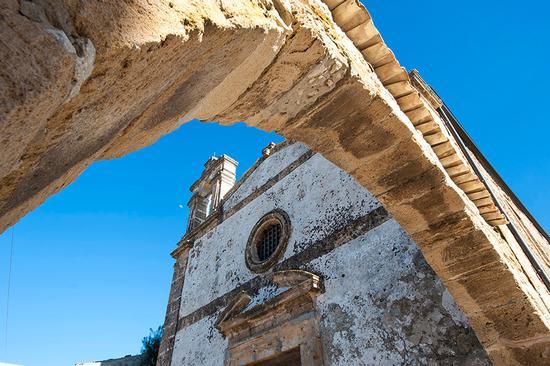 san francesco di paola vista dall'arco - Marzamemi (1285 clic)