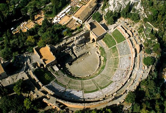 veduta aerea del teatro greco romano - Taormina (5338 clic)