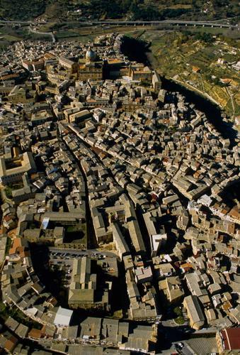 vista aerea di piazza armerina (2808 clic)