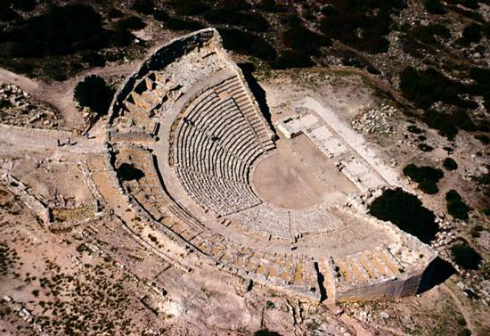 vista aerea del teatro greco di segesta (4770 clic)