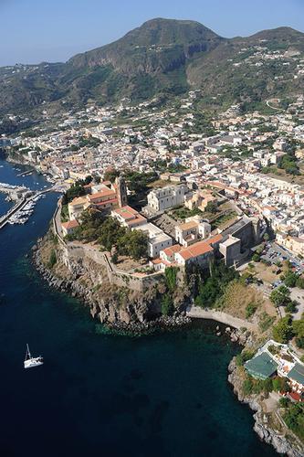 vista aerea del castello - Lipari (1911 clic)