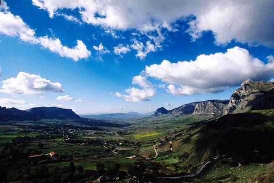 paesaggio nei pressi di corleone (3169 clic)