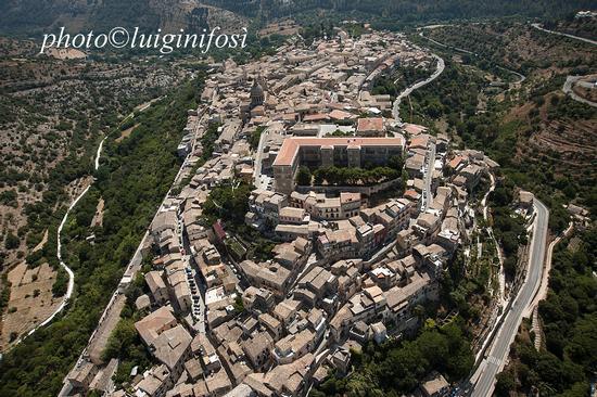 Ragusa Ibla vista dall'alto (1985 clic)
