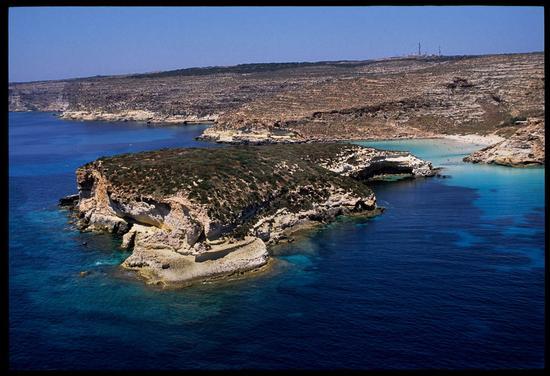 l'isola dei conigli in una vista aerea - Lampedusa (3020 clic)