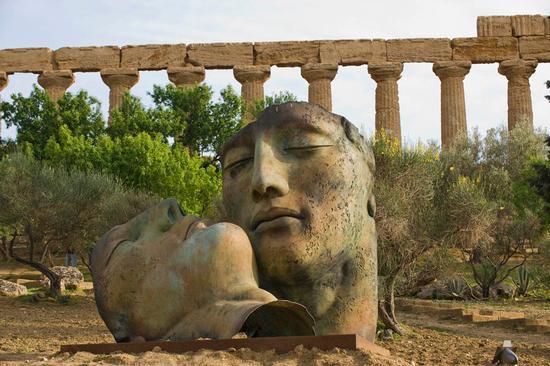scultura di igor mitoraj nella valle dei templi (4653 clic)