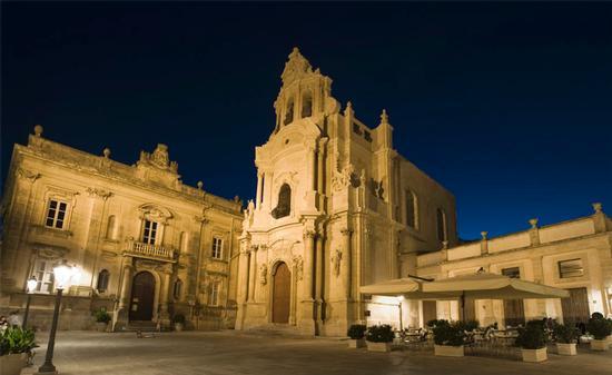 piazza pola - Ragusa (1331 clic)