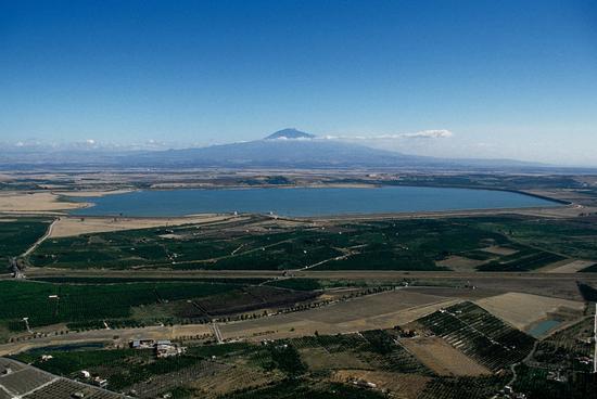 il biviere e l'etna, visti dall'alto - Lentini (4181 clic)