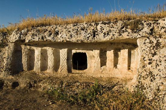 la tomba a finti pilastri detta tomba di paolo orsi - Rosolini (2329 clic)