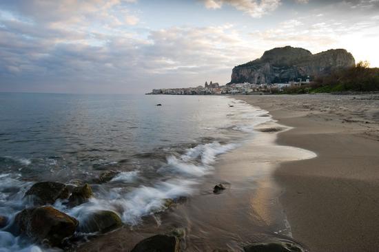 la spiaggia di cefalù all'alba (3852 clic)