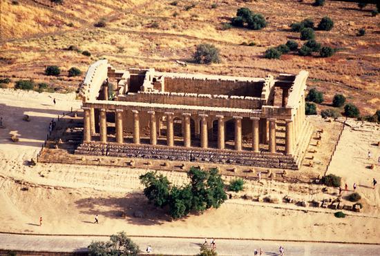 agrigento, valle dei templi, il tempio della concordia visto dall'alto (5040 clic)