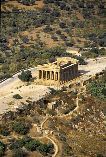 agrigento, valle dei templi, il tempio della concordia visto dall'alto (3680 clic)