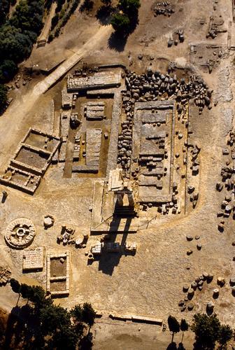 agrigento, valle dei templi, il tempio di castore e polluce visto dall'alto (2862 clic)
