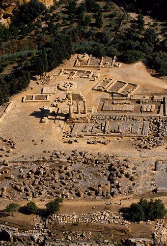 agrigento, valle dei templi, il tempio di castore e polluce visto dall'alto (5896 clic)