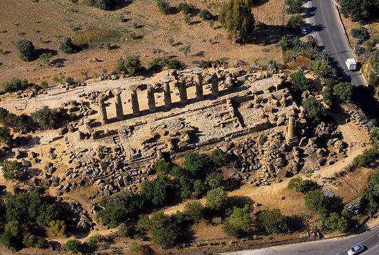 agrigento, valle dei templi, il tempio di ercole visto dall'alto (4292 clic)