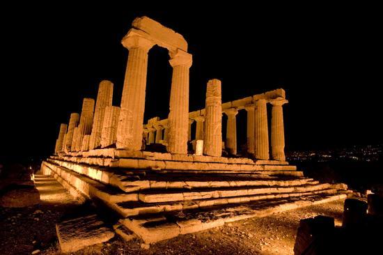 valle dei templi, il tempio di giunone nel buio della notte agrigentina (2592 clic)