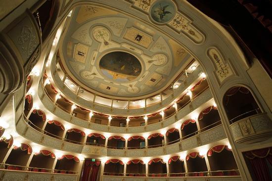 modica, il teatro garibaldi (7667 clic)