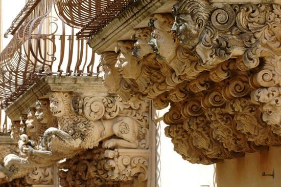 balconi di palazzo nicolaci villadorata - Noto (4018 clic)