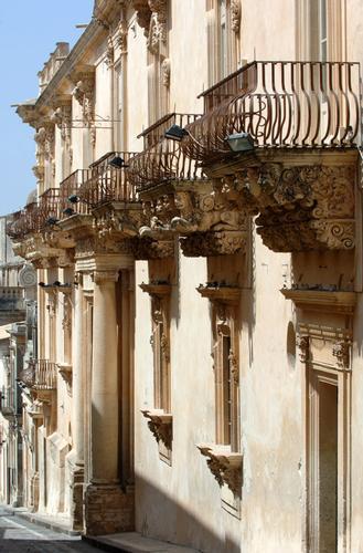 balconi di palazzo nicolaci villadorata - Noto (1965 clic)