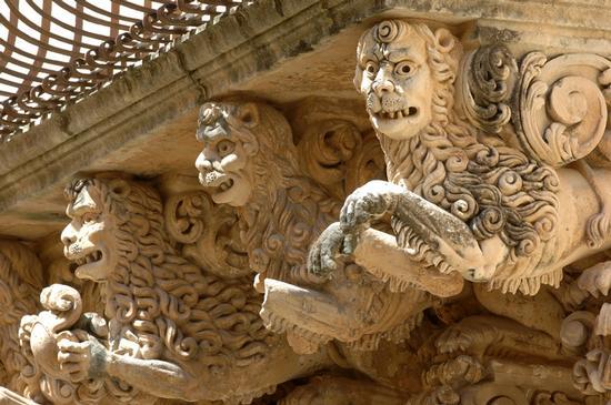 balconi di palazzo nicolaci villadorata - Noto (1985 clic)