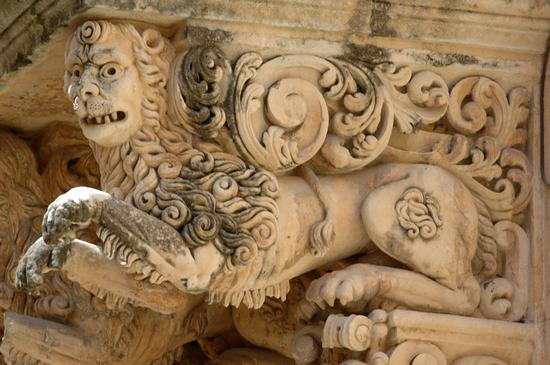 balconi di palazzo nicolaci villadorata, particolare - Noto (1473 clic)