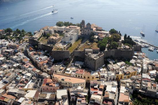 il castello di lipari visto dall'alto (3459 clic)