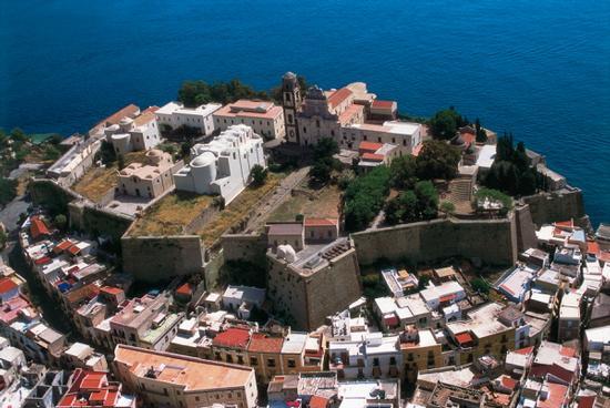 il castello di lipari visto dall'alto (5374 clic)