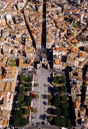 vista aerea di porta garibaldi - Catania (1616 clic)