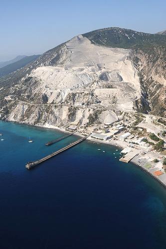 vista aerea delle cave di pomice - Lipari (2465 clic)