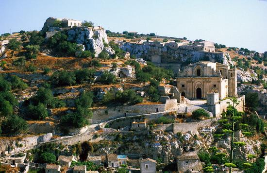 la chiesa di san matteo sul colle omonimo - Scicli (4313 clic)