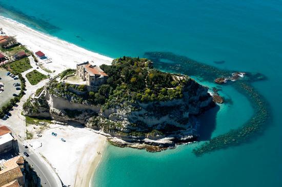 la spiaggia di tropea vista dall'alto (13783 clic)