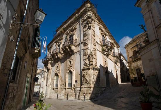 palazzo beneventano - Scicli (3087 clic)