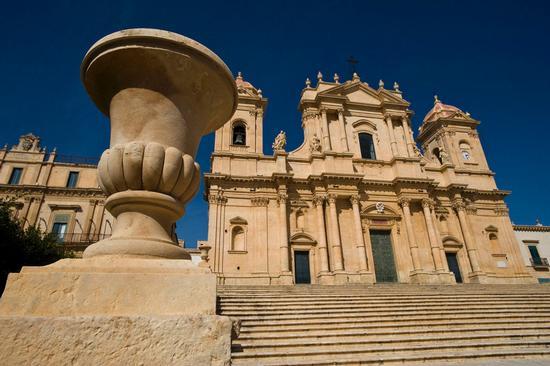 la cattedrale di San Nicola a Noto (4006 clic)