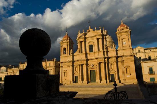 la cattedrale di San Nicola a Noto (2247 clic)