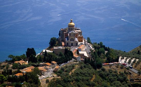 vista aerea della cattedrale di tindari (5482 clic)