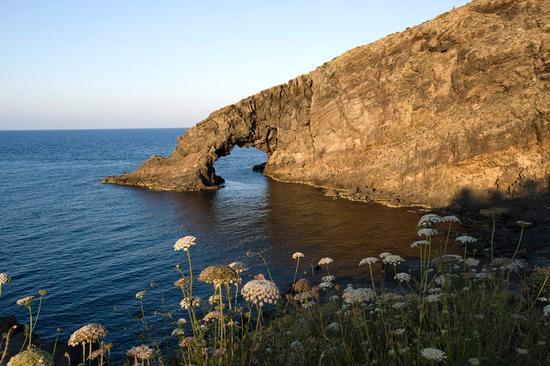 l'arco dell'elefante - Pantelleria (2979 clic)