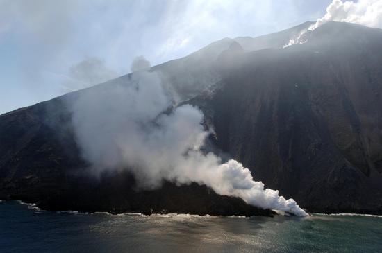 lo stromboli in eruzione (2460 clic)